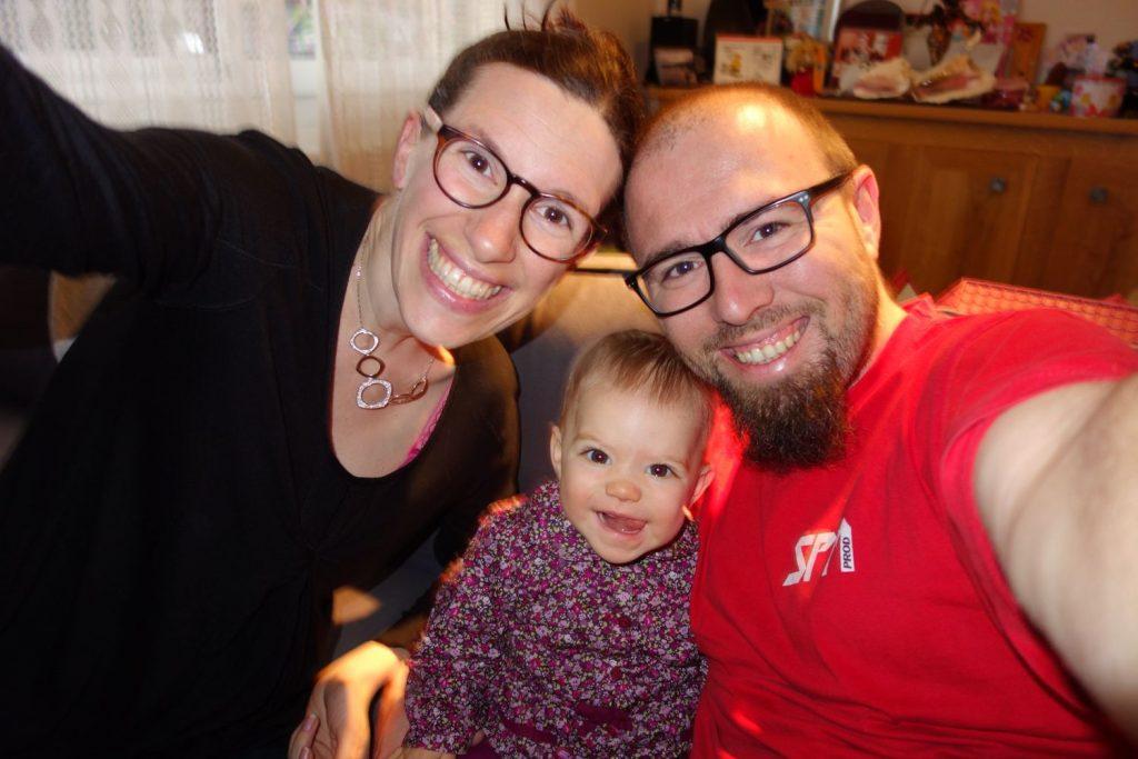 Petite photo en famille avant de partir au travail, chez la nounou et organiser un concert !