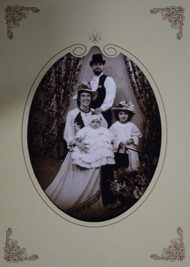 Hélène, Frédéric, Alicia et Aurélie de Madle prennent la pause en 1900 !