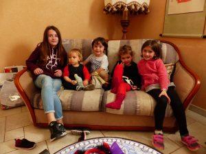 Avec les petits enfants Ibre : Fanny, Alicia, Pierre-Louis, Aurélie, Juliette